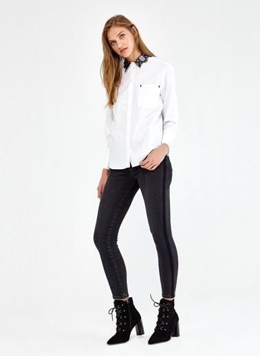 Yakası Dantel Detaylı Pilili Gömlek-Ipekyol
